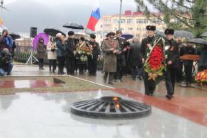 moment_vozlozheniya_venkov_k_pamyatniku_gorka_geroev.