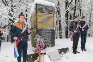 pochetnyy_karaul_u_pamyatnika_voinov_18_armii.