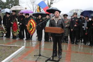u_mikrofona_predsedatelj_soveta_veteranov_vov_nikitenkov_v.f.