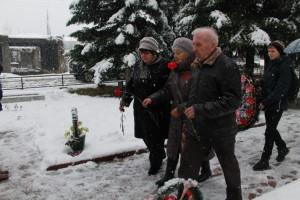 veterany_vozlagayut_cvety.